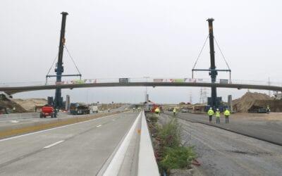 100 meter lange fietsbrug in één geheel geplaatst over afgesloten E34